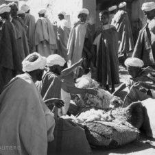 portrait de marchands de laine dans un souk
