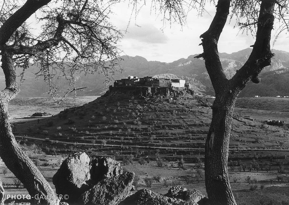 paysage piste campagne village fortifié atlas montagnes remparts colline