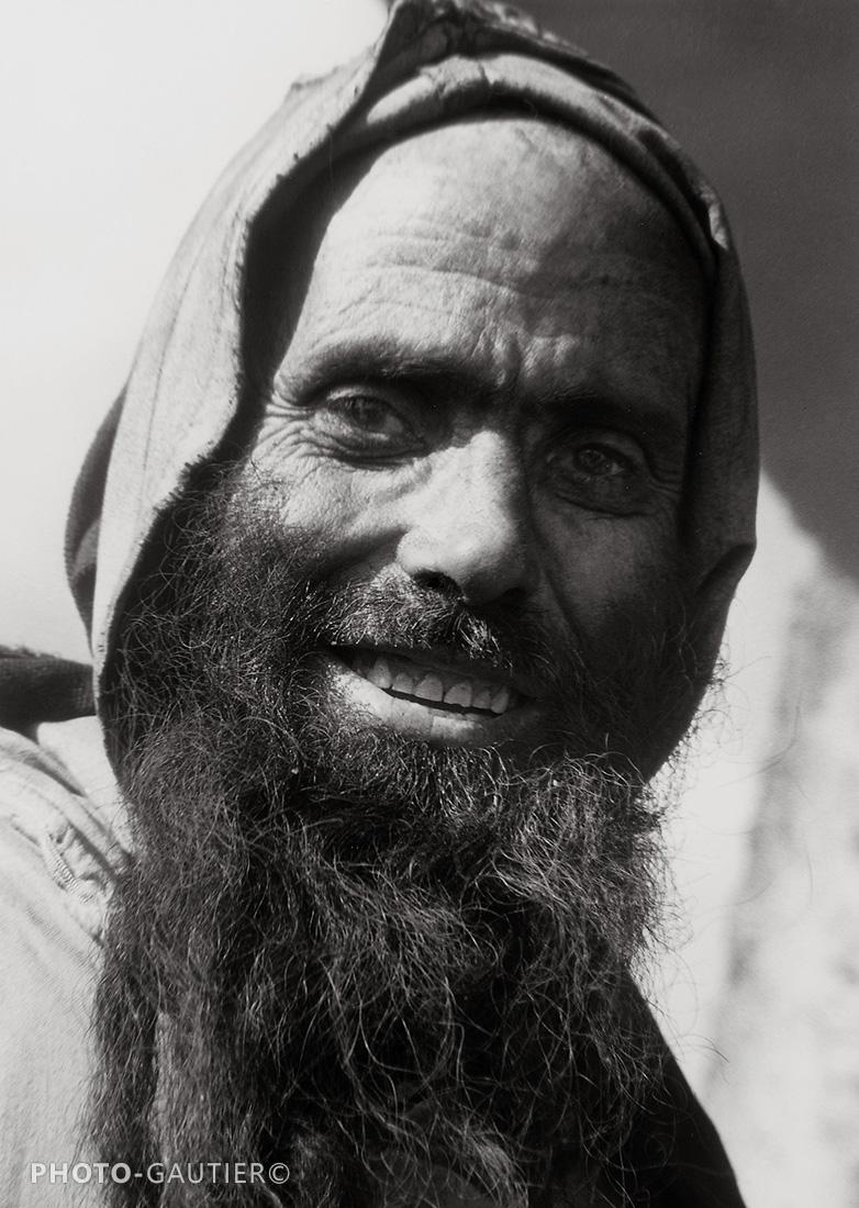 portrait homme sourire rides