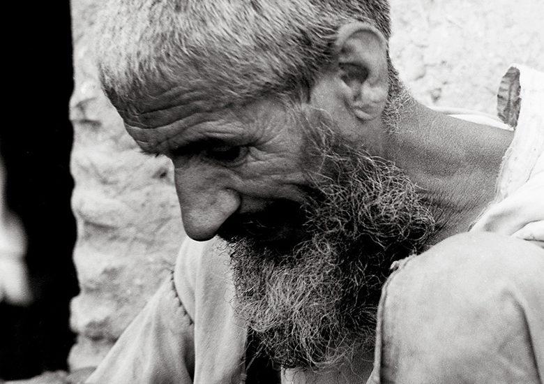 portrait d'un artisan qui travail de ses main