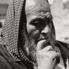 portrait d'un vieil homme juif entrain de lire