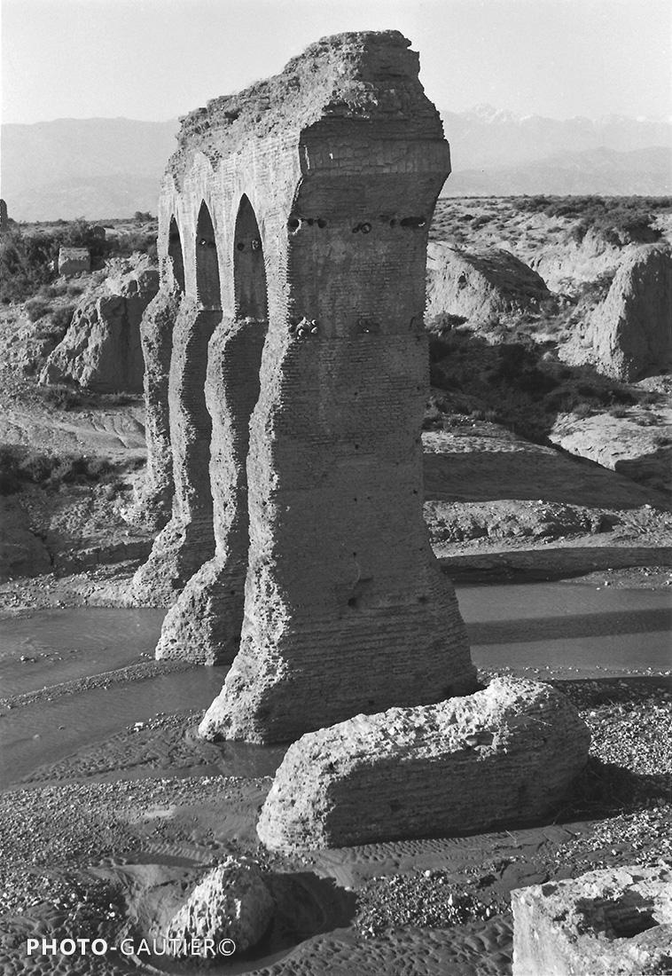 Souss et Taroudant ruines vestiges fleuve vielles pierres arches piliers